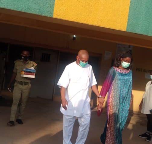 Orji Uzor Kalu & Wife seen leaving Kuje prison Abuja